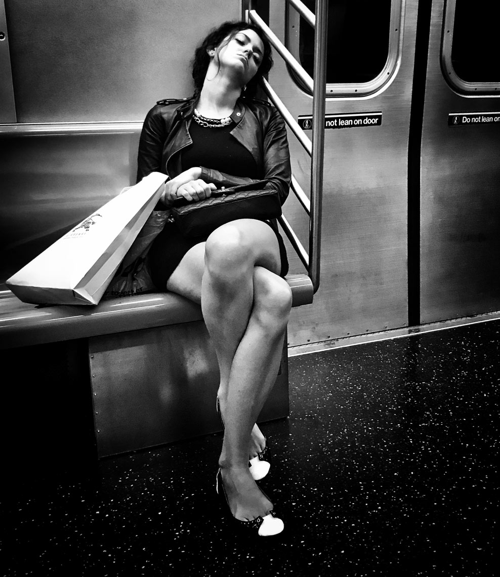 SleepingGirlOnSubway